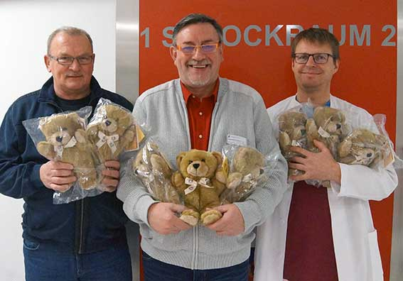 Bild zu Knuddelbären nehmen Dienst in der Notaufnahme Sanderbusch auf
